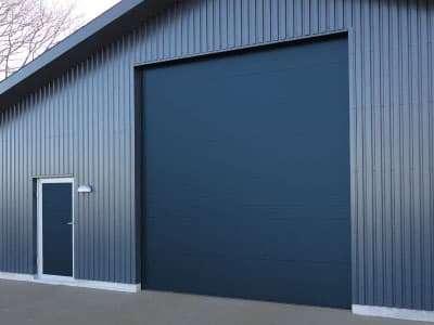 Боковая дверь
